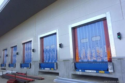 Kurtyny paskowe w bramach przeładunkowych centrum logistycznego