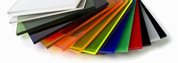 W jakich kolorach występuje folia paskowa?